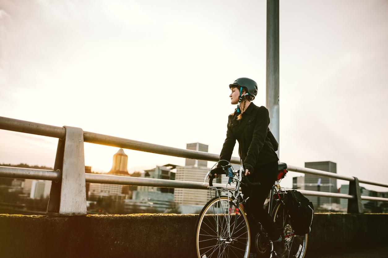 Fahrrad fahren mit Helm Kampagne